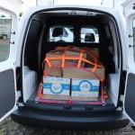 Korrekte Ladungssicherung von Paketen in einem Kleintransporter
