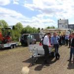 Erfahrungsaustausch vor einem Motorradanhänger - 3G-Ladungssicherung.de