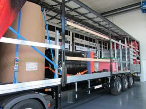 Vier verschiedene Segmente im Ladungssicherungs-Trailer mit unterschiedlicher Ladung sowie neuesten variablen Ladungssicherungstechniken zeigen den Fuhrparkbetreibern wirksame und wirtschaftliche Methoden der Ladungssicherung auf.