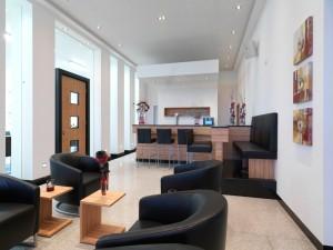 Lounge mit Kaffee-Bar